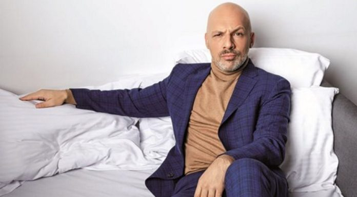 Late Night Show ο Νίκος Μουτσινάς